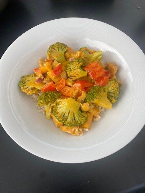 Gele curry met kip en groenten